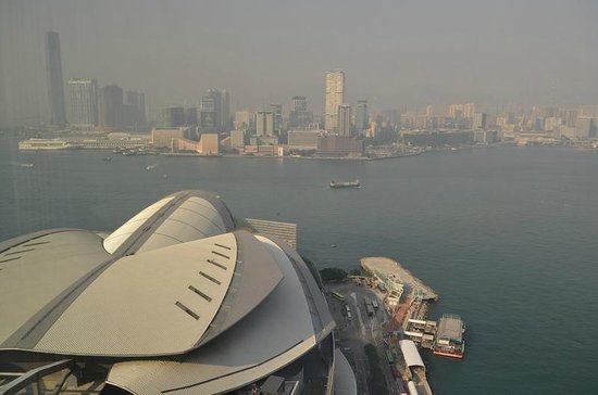 Renaissance Hong Kong Harbour View Hotel: Looking towards the Kowloon side