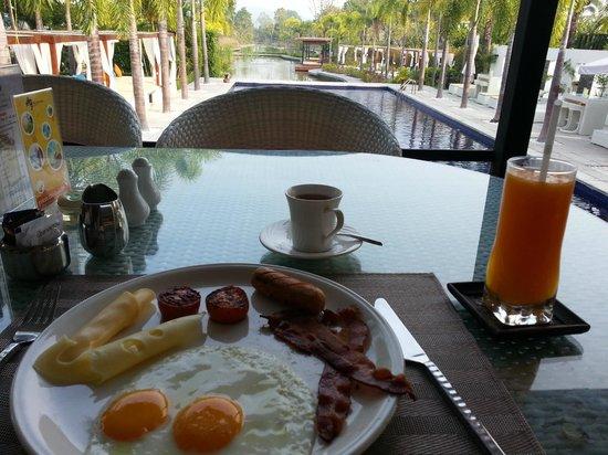 Lotus Villas & Resort Hua HIn: breakfast in the restaurant