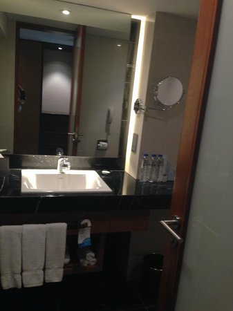 Radisson Blu Cebu: バスルーム