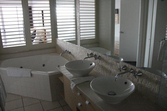 The Sebel Maroochydore: Bathroom