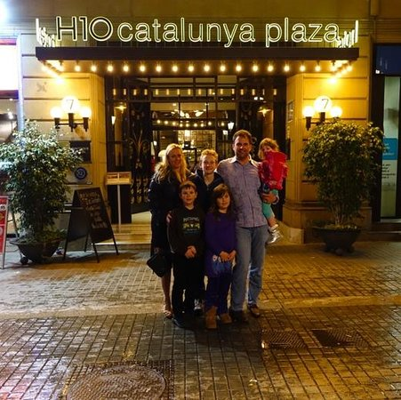 H10 Catalunya Plaza: The exterior of the hotel at night. We loved this place.