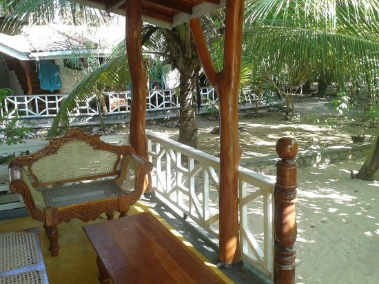 Ibis Guesthouse: Cabana terrace. Very peaceful. Very nice spacious courtyard with palm trees and only 20m from th