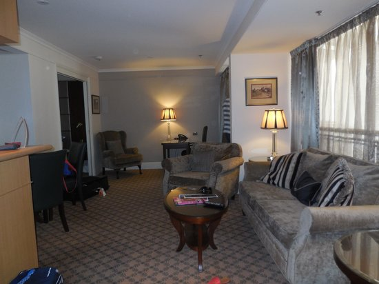 Stamford Plaza Melbourne: Lounge King Suite