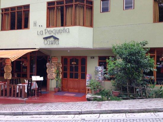 Casa de Luz / La Pequena Casita Hotel: Front entrance