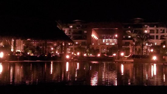Cabo Azul Resort: Night time view of the pools in the Rear
