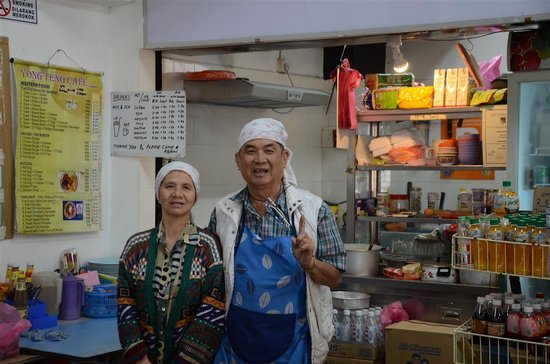 Yong Teng Cafe: The ever friendly couple