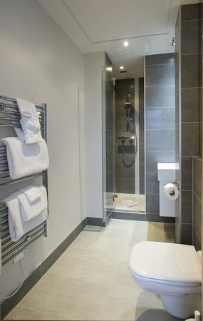 Oakwood Monument Street: Bathroom