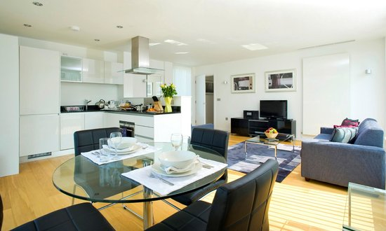 Oakwood Farringdon: Dining Living Kitchen Area