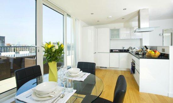Oakwood Farringdon: Dining Kitchen Area