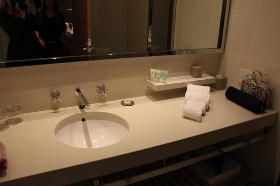 Crown Promenade Melbourne: Bathroom