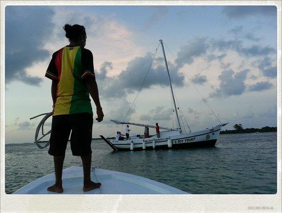 E-Z Boy Tours - Private Tour : Sail Away!