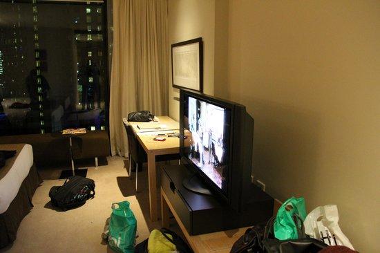 Crown Promenade Melbourne: TV + Desk
