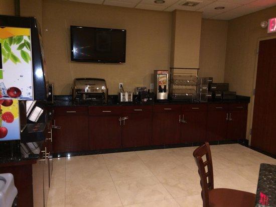 Brooklyn Way Hotel, BW Premier Collection : En donde te sirves el desayuno hasta las 10:30am. Esta abierto 24h para el café y el uso de las