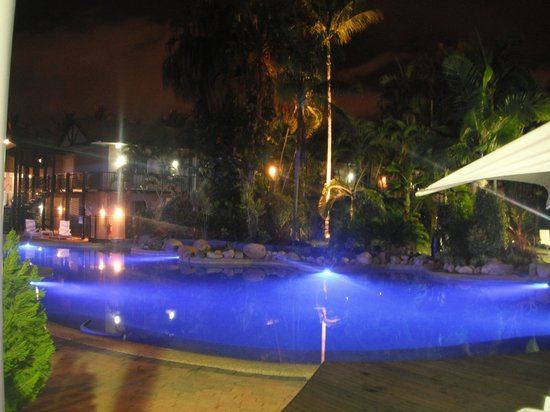 Mercure Townsville : Magnificent pool at night time