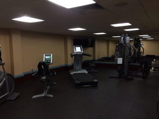 Brooklyn Way Hotel, BW Premier Collection : El gimnasio con varias máquinas.