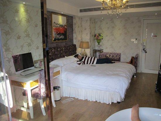 Milan Continental Hotel : Bedroom