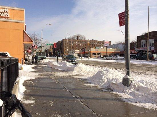 Brooklyn Way Hotel, BW Premier Collection : La avenida ubicada frente al hotel.
