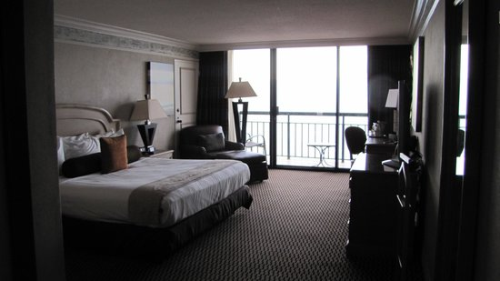 The San Luis Resort: 16th floor room