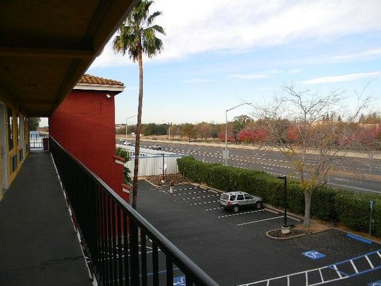 Comfort Inn and Suites Rancho Cordova : view of highway 50 from 3rd floor exterior corridor