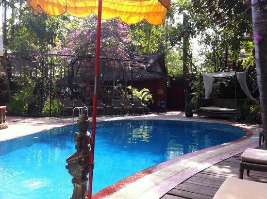 Bopha Siem Reap Boutique Hotel: Бассейн без запаха хлорки, минимальная глубина 1.20 м.