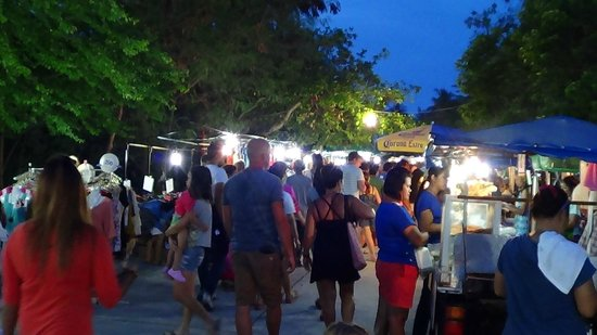 ibis Samui Bophut: Friday night Fishermans Village walk market