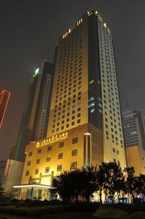 Grand Soluxe Zhongyou Hotel Shanghai: Exterior Hotel (Night)