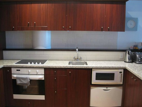 Auckland Waterfront Serviced Apartments: Kitchen