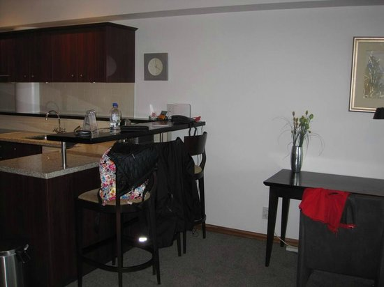 Auckland Waterfront Serviced Apartments: Seating Counter