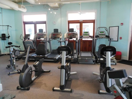Carillon Beach, FL: 3 treadmills with tv's, 1 treadmill without tv, and 1 incline trainer