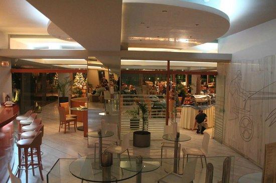 Palace Hotel Bomo Club: Бар и вид на ресторан