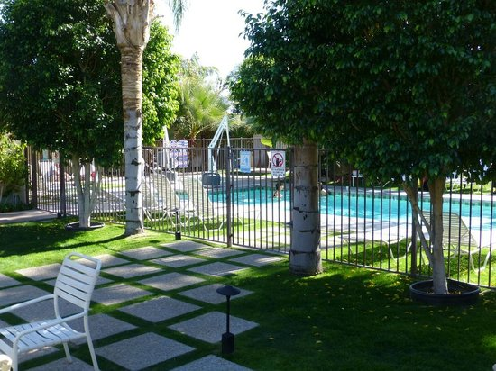 7 Springs Inn & Suites: Pool
