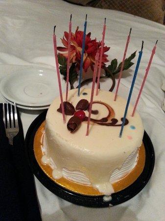 Grand Tara Hotel: cake!