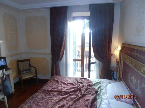 Hotel Villa San Pio: Entrance to the balcony from room