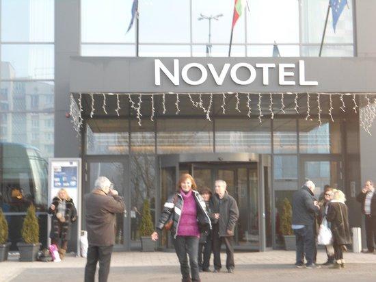 Novotel Sofia : Εξωτερικη Οψη,Εγω με την κοκκινη μπλουζα.