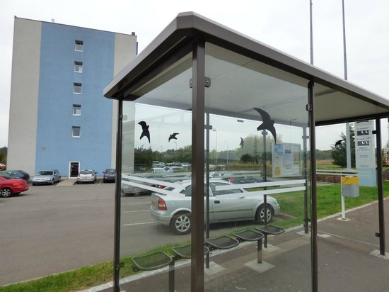 Ibis Budget Luxembourg Aeroport : View of hotel from road.  Bus stop very close