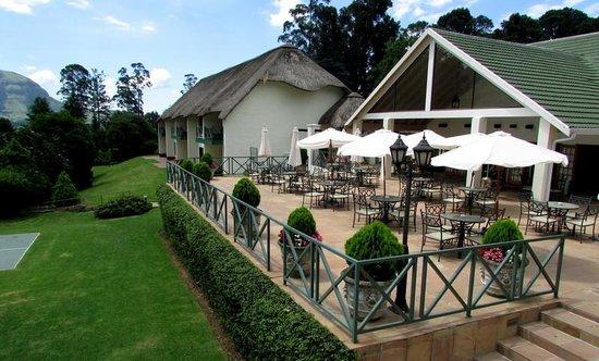 Champagne Castle Hotel: hotel terrace