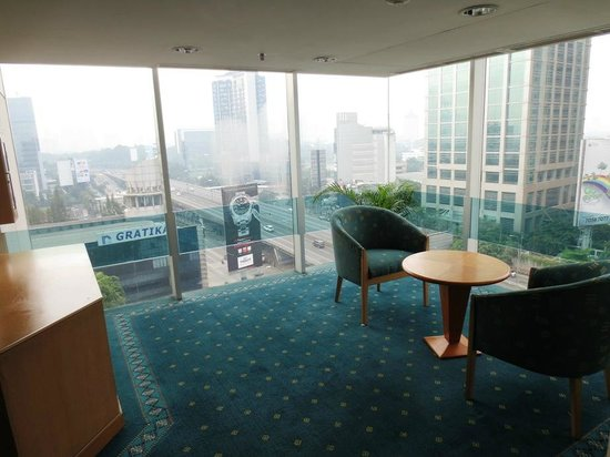 Ibis Jakarta Slipi : A place to sit in the corner of 10th floor corridor
