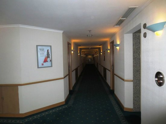 Ibis Jakarta Slipi: Corridor