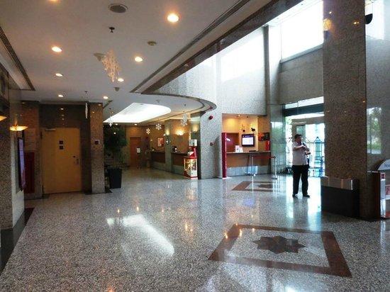 Ibis Jakarta Slipi: Lobby