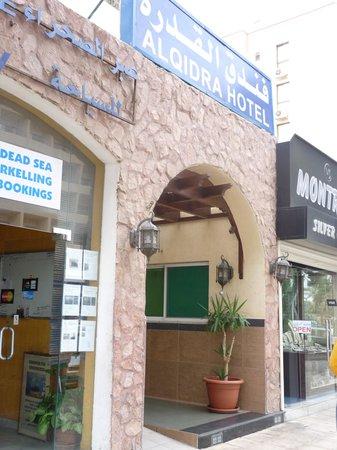 Al Qidra Hotel: Street