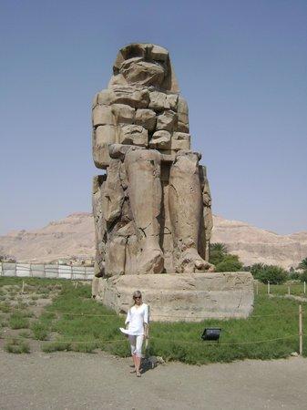 Colossi of Memnon: одна из статуй Мемнона