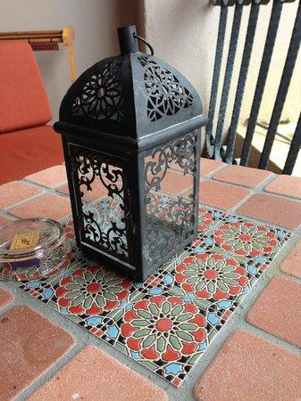 Casa del Rio Melaka : Decorative lamp on the balcony table