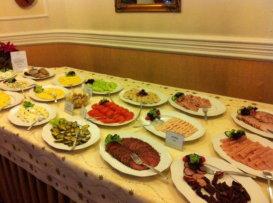 Hotel Wisła Premium: Стол с холодными закусками. Завтрак