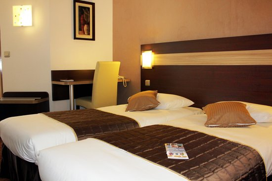 Comfort Hotel Les Mureaux : Chambre lits jumeaux
