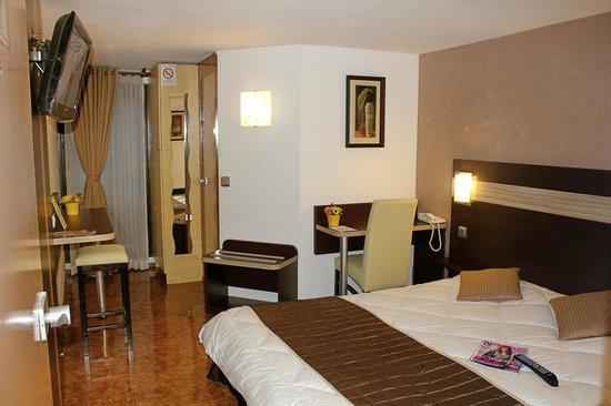 Comfort Hotel Les Mureaux : Chambre