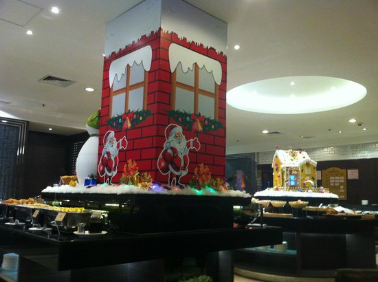 Millennium Harbourview Hotel Xiamen: Christmas Deco at Breakfast