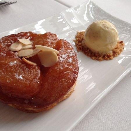Water Library Chamchuri: Apple tartin - their signature dessert