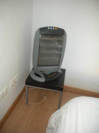 Happy Apartments: Stufa elettrica fornitaci come riscladamento