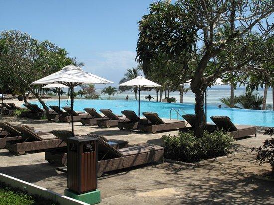 Melia Zanzibar : Poolbereich am Eingang