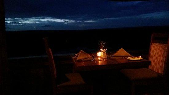 Makuwa-Kuwa Restaurant: After the sun has set